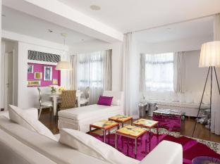 J Plus Hotel by YOO Hong Kong - Dreamy Pink Suite Living Area