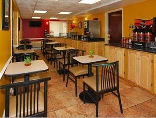 Best guest rating in Edison (NJ) ➦ Hilton Garden Inn Edison - Raritan Center Hotel takes PayPal