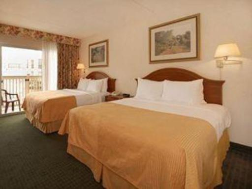 Clarion Hotel & Conference Center Northampton hotel accepts paypal in Northampton (MA)