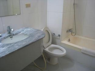 Philippines Hotel Accommodation Cheap   Taft Tower Manila Manila - Deluxe Bathroom