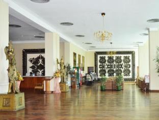 Inya Lake Hotel Yangon - Coffee Shop