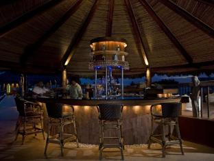 Bluewater Maribago Beach Resort Cebu - bar/salon