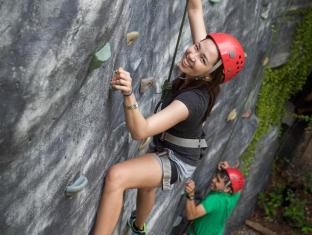 Plantation Bay Resort & Spa Mactan Island - Wall climbing
