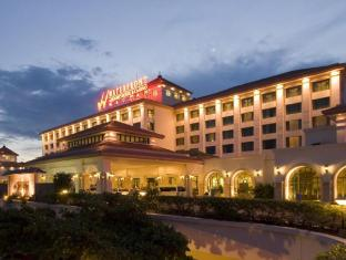 Waterfront Airport Hotel and Casino Mactan Cebu - Hotel Facade