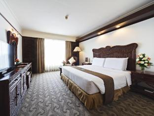 Waterfront Airport Hotel and Casino Mactan Cebu - Superior Room