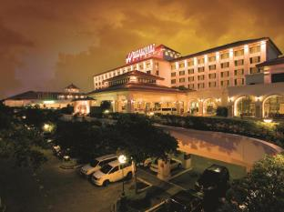 Waterfront Airport Hotel and Casino Mactan Cebu - Hotellet udefra