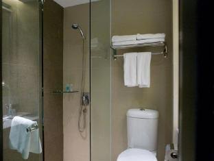 Peninsula Excelsior Hotel Singapore - Bathroom