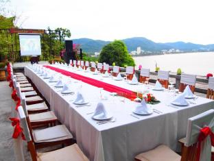 Secret Cliff Resort & Restaurant Phuket - Restaurang