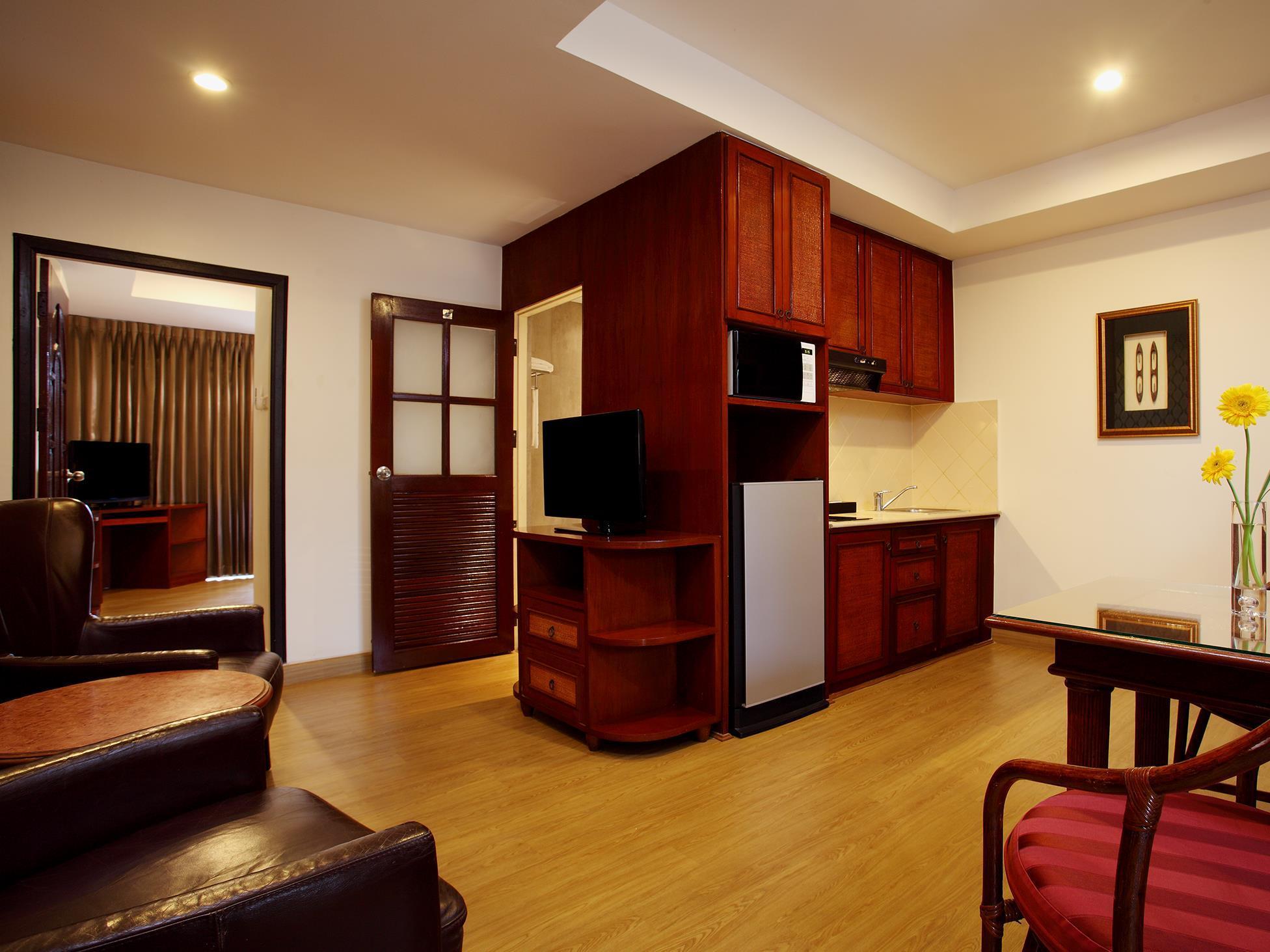 โรงแรมโนวา พาร์ค