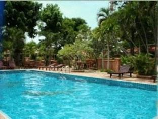 Riviera Resort Pattaya - Swimming Pool