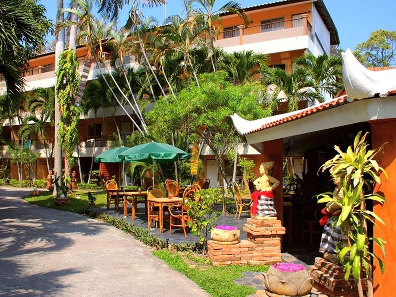 ริเวียร่า รีสอร์ท (Riviera Resort)