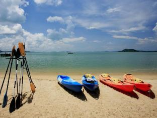 The Village Coconut Island Beach Resort Phuket - Sport en activiteiten