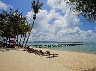 The Village Coconut Island Beach Resort Phuket - Dintorni