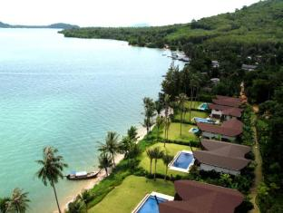 The Village Coconut Island Beach Resort Phuket - Utsikt