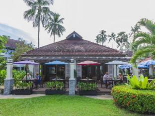 Amora Beach Resort Phuket - Garden Cafe Restaurant