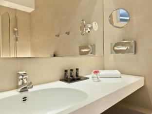 Wyndham Berlin Excelsior Berlin - Bathroom