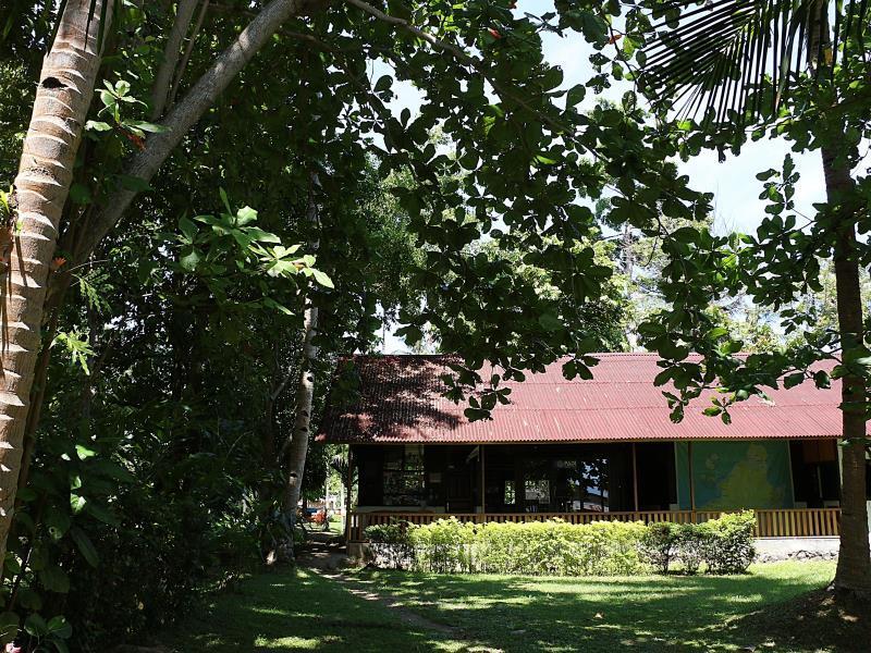 Hotel Mapia Resort - Celebes Divers, Mapia Resort Jl. Raya Tanawangko Kalasey I - Dusun II Kec. Pineleng - Kab. Minahasa Manado - Sulut 95361 Indonesia - Manado