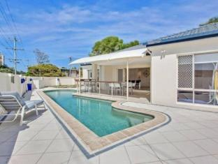 Burleigh Hideaway Holiday Home