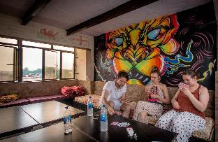 Friends Guest House and Hostel Агра