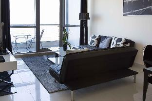 Top Floor Apartment with Incredible views - image 1