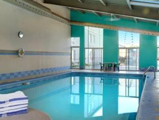 Days Inn & Suites - Niagara Falls, Center St., By the Fall Niagara Falls (ON) - Swimming Pool