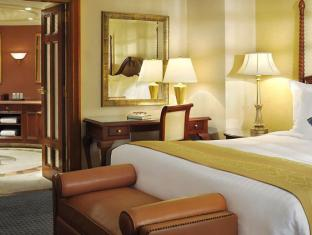 Cairo Marriott Hotel & Omar Khayyam Casino Cairo - Suite Bed Room