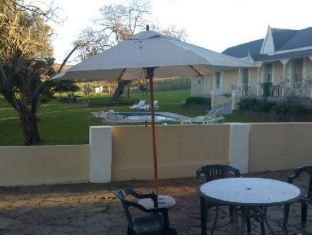 Onze Rust Guesthouse Stellenbosch - Hotel Exterior with Swimming Pool