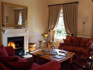 Hoopenburg Guesthouse and Venue Stellenbosch - Lounge Area With Fireplace