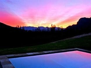 Alluvia Specialist Winery Guest House Stellenbosch - View From Pool
