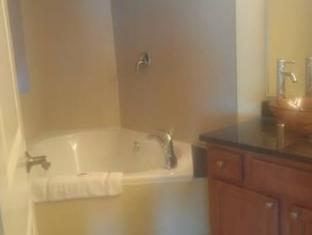 3 Palms Oceanfront Resort Myrtle Beach (SC) - Bathroom