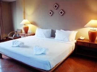 Lyceum Home guestroom junior suite