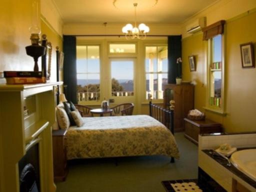 Moments Mountain Retreat hotel accepts paypal in Blue Mountains