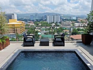 Castle Peak Hotel Cebu City - Piscină