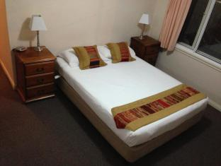 Hobart Apartments Hobart - 2 Bedroom Apartment - Master Bedroom
