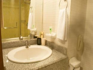 Pearl Lane Hotel Manila - Bathroom