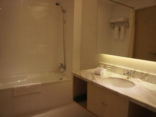 Baron Business Bund Hotel Shanghai - Bathroom