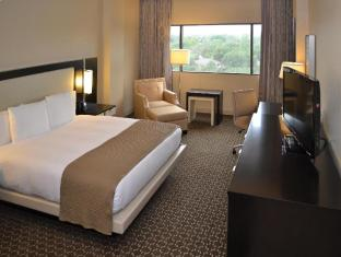 room of DoubleTree by Hilton Houston Hobby Airport