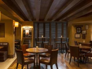 Four Points by Sheraton Sheikh Zayed Road Hotel Dubai - Pub/Lounge