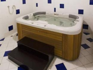Seven Sands Hotel Apartment Dubai - Hot tub