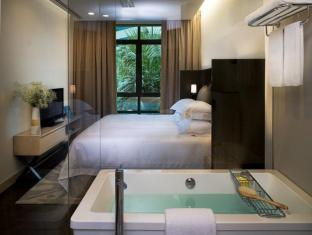 Fraser Suites Singapore Singapore - Two Bedroom Residence - Master Bedroom with Ensuite Bathroom