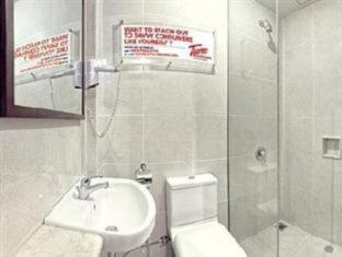 Tune Hotels – Kuta, Bali Bali - Bathroom