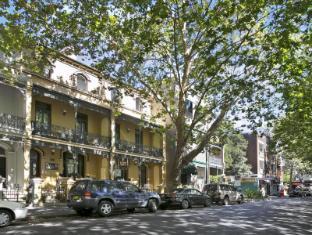 Albert & Victoria Court Hotel Sydney - Tree-lined Victoria Street