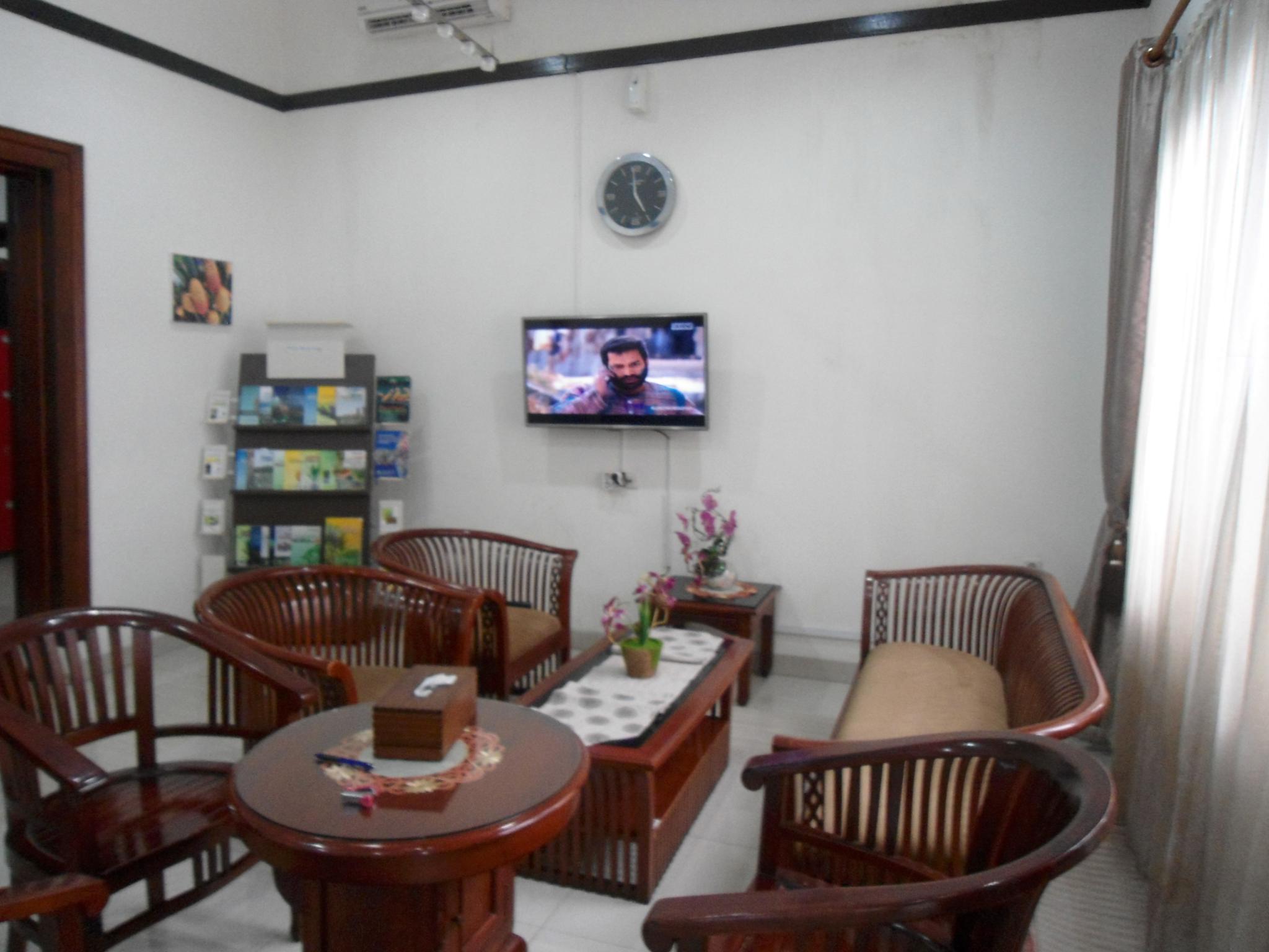 Hotel Avros Guest House - Jalan Brigjen Katamso No 1 - Medan