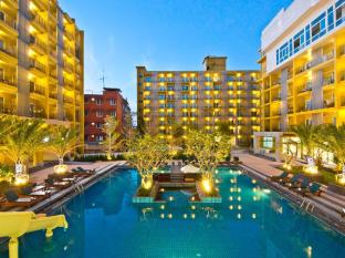 Bella Express Hotel Pattaya - Swimming Pool