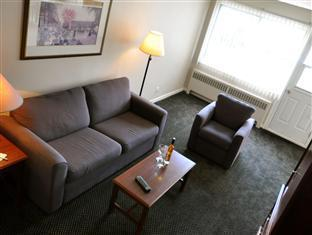 Beausejour Apartments - Hotel Dorval Dorval (QC) - Two Bedroom Apartment