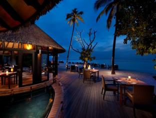 The Sun Siyam Iru Fushi Luxury Resort Maldives Islands - Islander's Grill Restaurant by the Beach