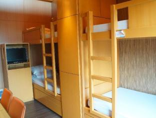 Noah's Ark Resort Hong Kong - 8-bed Dormitory Room
