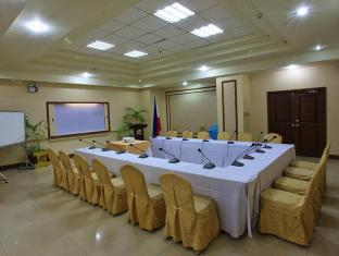 Sarrosa International Hotel and Residential Suites Cebu City - Boardroom