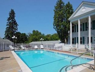 Econo Lodge Inn And Suites Downtown Rensselaer (NY) - Swimming Pool