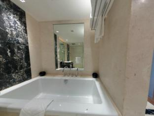 Taj Club House Chennai - Executive Suite Bathtub
